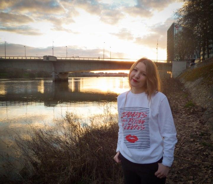 Faubourg 54 – Jamais sans rouge àlèvres